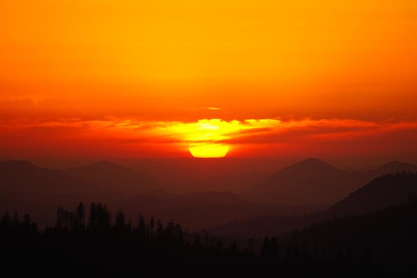 Mặt trời lặn với nền trời gradient